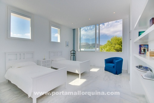Double bedroom with access to the terrace