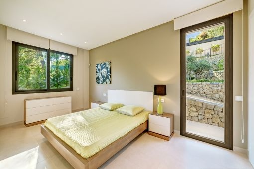 Bedroom with garden acces