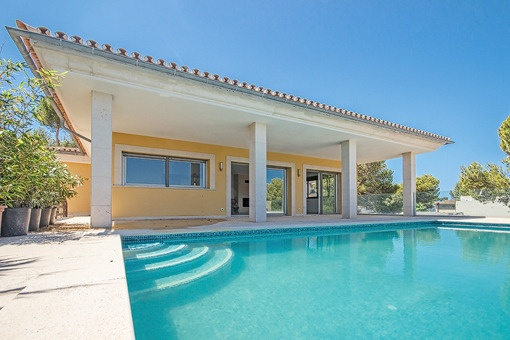 Stylish villa with sea views in a quiet environment