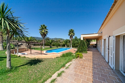 this beautiful finca has mountain views and is surrounded by a, Garten Ideen