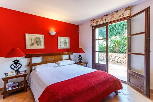 Guest bedroom with terrace acces