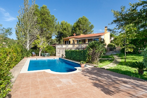 House in idyllic position and calm surrounding, nearby Palma