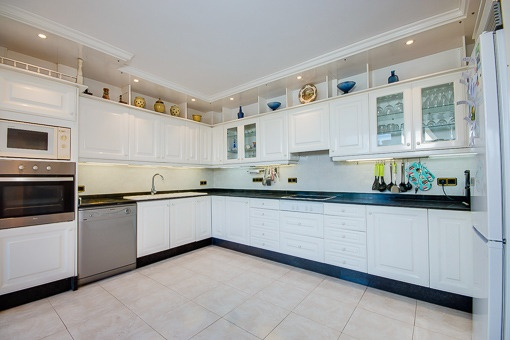 Modern kitchen which is fully furnished