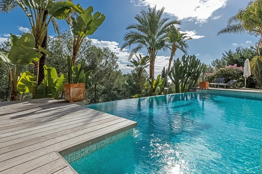 Impressive pool area