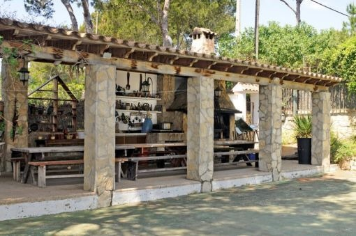 Kitchen outside and barbecue area