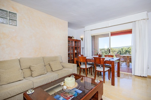 Living area with direct balcony acces