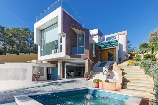 Modern villa close to the beach and international schools in