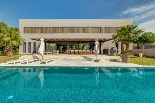 Modern villa in an excellent location in Santa Ponsa
