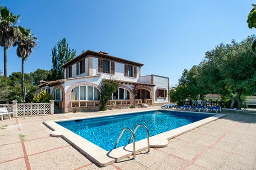 Beautiful house in need of refurbishment in very calm area of Marratxi