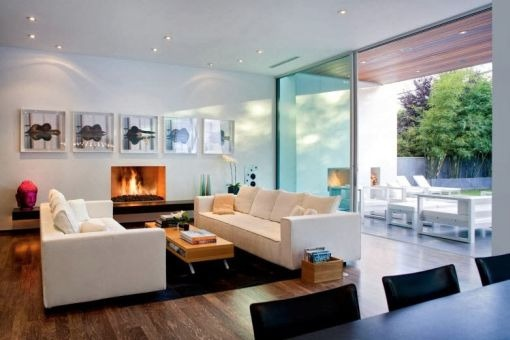Spacious living area with accesss to terrace
