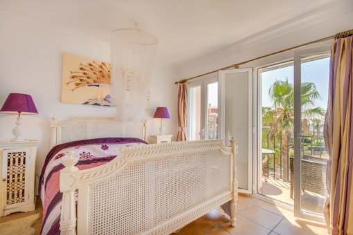 Master bedroom with direct balcony acces