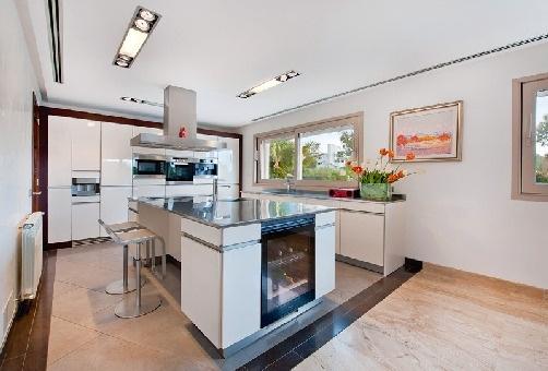 Modern fully furbished kitchen