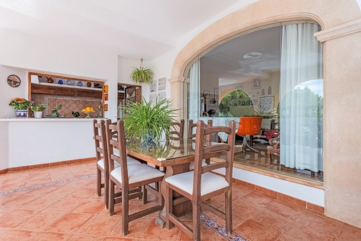 Bright sumer kitchen and dining area