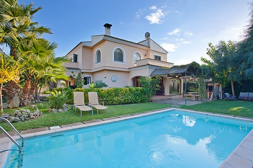 Superb 4-bedroom villa with pool and a beautiful garden in Sa Cabaneta