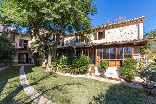 Idyllic country property with pool set on a beautiful plot in S'Arraco