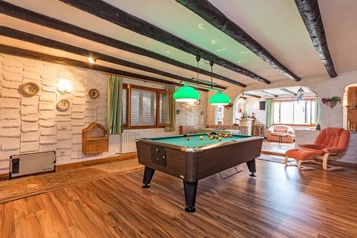Villa with billiard room