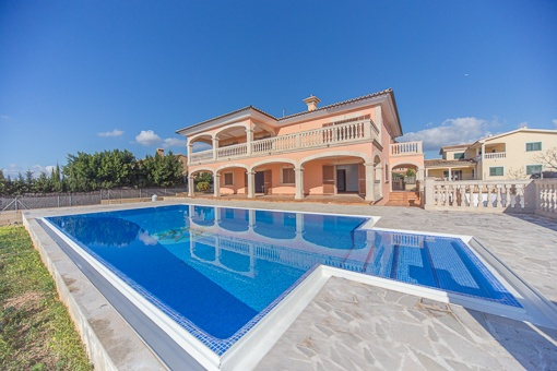 Large south-facing house with pool, views and garden in Sa Cabaneta