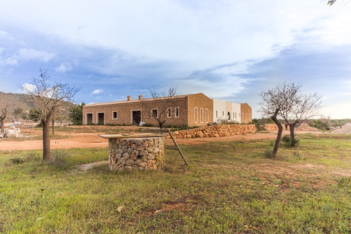 Excellent Finca Investment Offer by Bunyola - for Completion or as Turn-Key Project