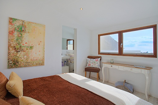 Bright master bedroom with bathroom en suite
