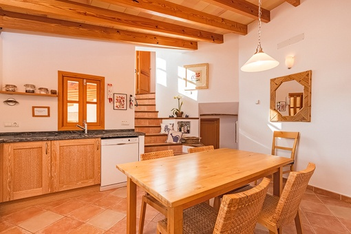 Countrystyle kitchen with dining area