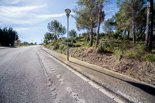 Building plot with license to build a villa in an exclusive residential area of Alcudia