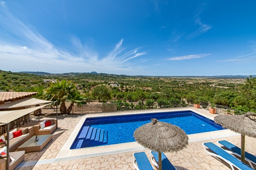 Fantastic panoramic views of the pool and the surrounding