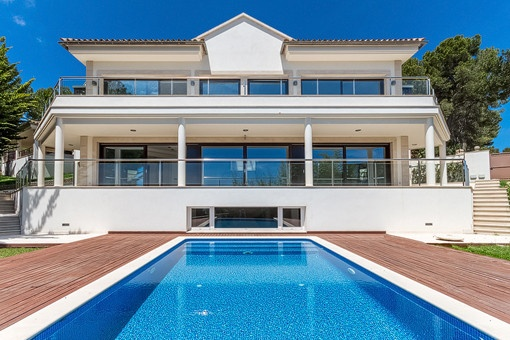 A stunning villa with fabulous sea views in Portals Nous