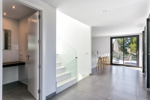 Noble corridor with access to the open kitchen