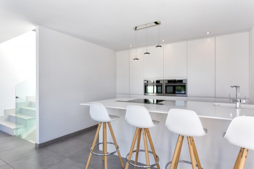 The luxury kitchen is completely in white