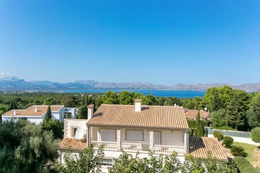 The villa offers dreamlike sea views