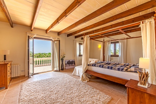 Bedroom with balcony acces