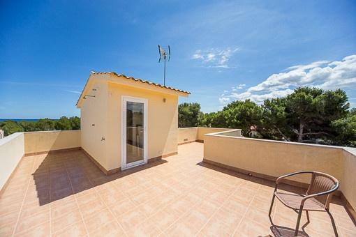 Spacious pool terrace invites to a sunbath