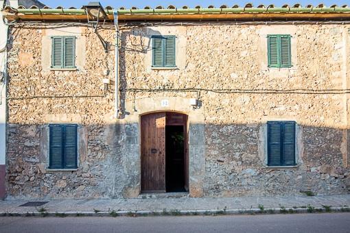 house in Biniali
