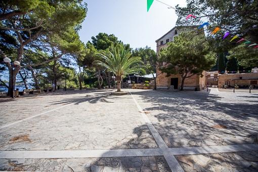 Plaza nearby