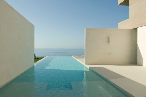 Unique sea views from the pool
