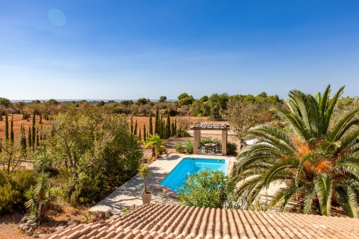 Nice panoramic views of the pool and the surrounding