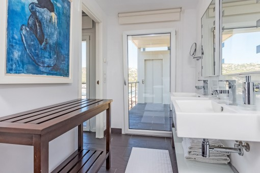 Bathroom with view of the lift