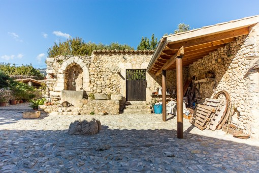 Authentic village house with oil mills, courtyard and garden in the town center of Selva