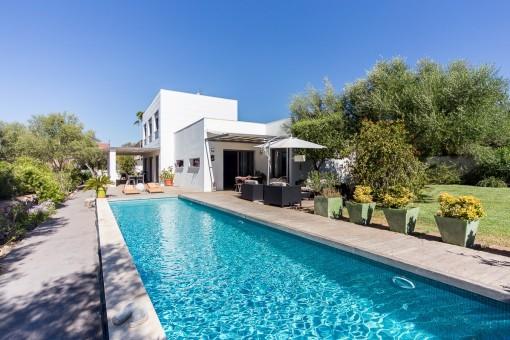 Stunning villa, minimalist style, with views and pool in Sa cabaneta