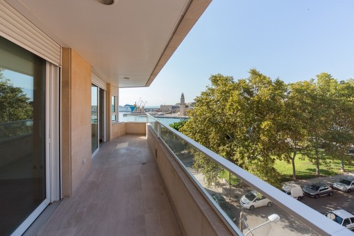 Balcony with views to the Paseo Maritimo