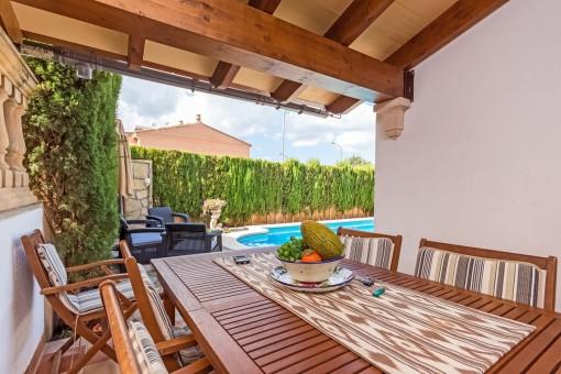 Quiet corner terrace house in the suburbs of Inca with pool, garden and garage, between Inca and Mancor