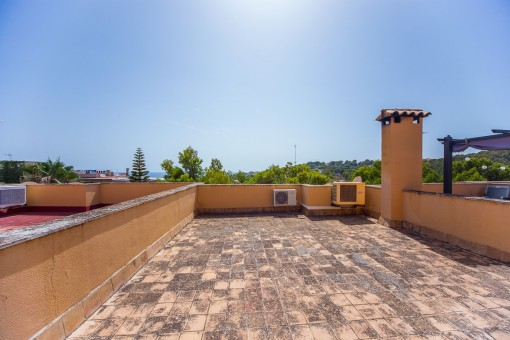 Sunny roof terrace of 60 sqm