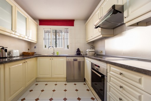 Fully equipped kitchen on the main floor