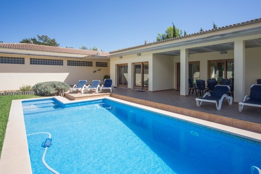 Beautiful villa with large pool area near the golf course