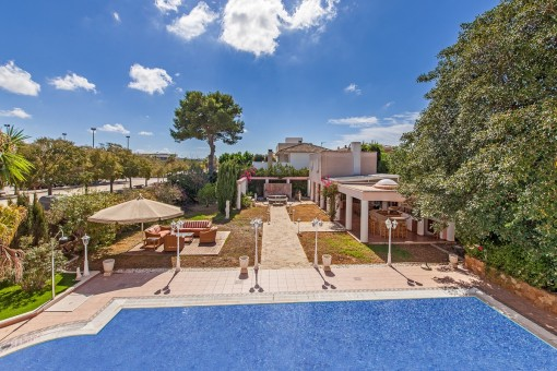 Exclusive villa with pool, separate guest house and summer kitchen