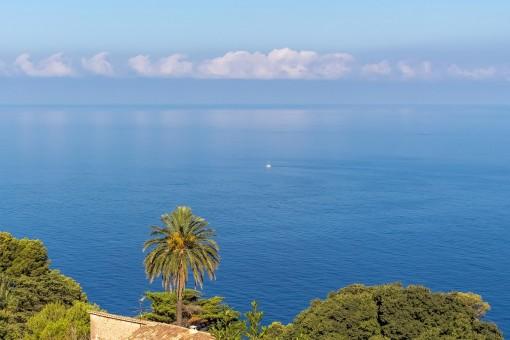 Stunning panoramic sea views