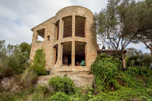 Highlight of this property is a stone tower with a beautiful tower room