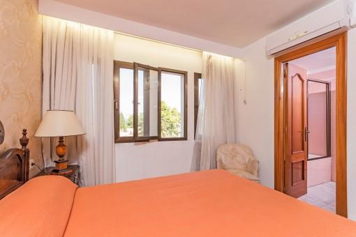 Bedroom with bathroom en sute