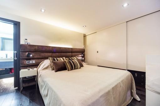Friendly bedroom with bathroom en suite
