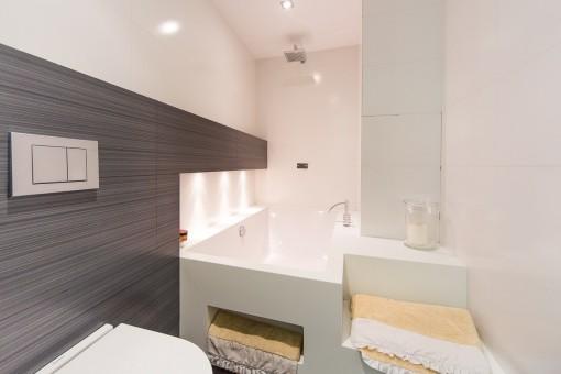 Elegant bath tub